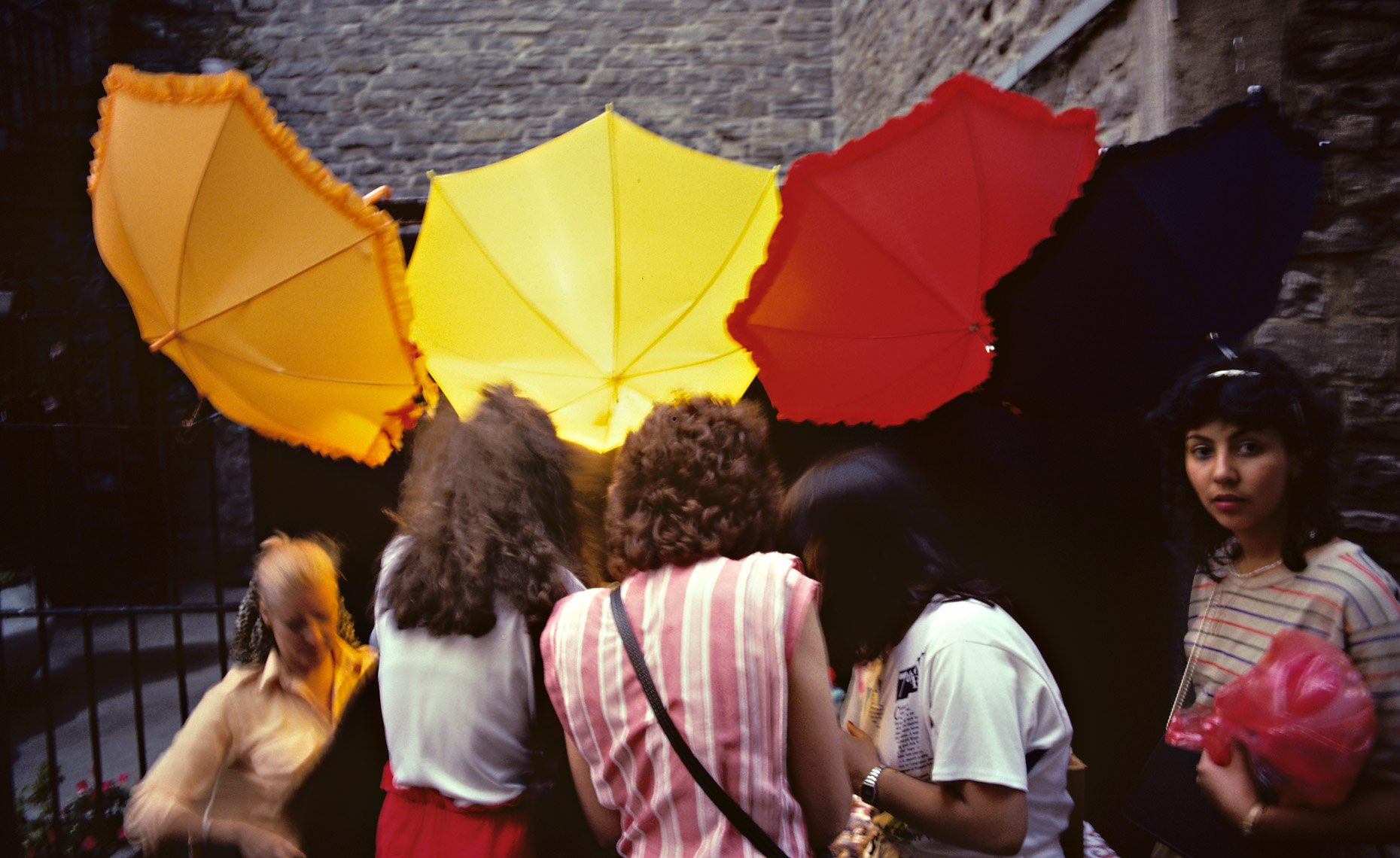 Girls-with-umbrellas